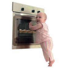 clevamama-transparent-oven-doorguard.jpg